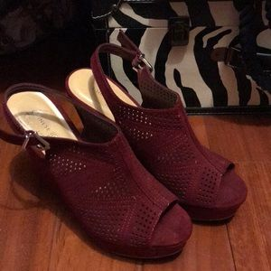 Maroon wedges